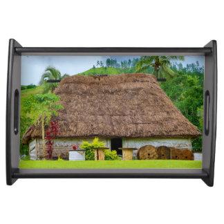 Bandeja Fijian tradicional Bure, vila de Navala, Fiji