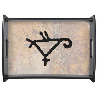 Bandeja Imagem geométrica do Petroglyph de um papagaio