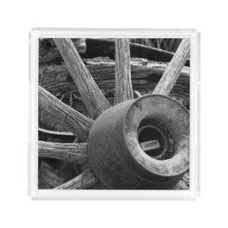 Bandeja rústica preta & branca do serviço da roda