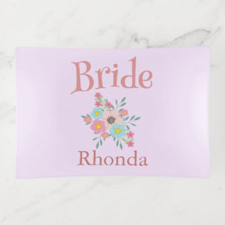 Bandejas A noiva cor-de-rosa e do Lilac floresce o buquê