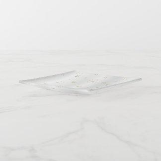 Bandejas Flocos de neve do ouro no cetim branco