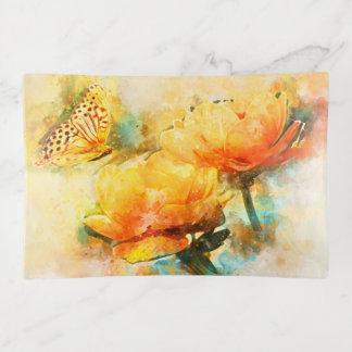 Bandejas Flores e borboleta amarelas coloridas do primavera