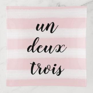 Bandejas Un, Deux, rosa francês da tipografia de Trois