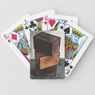 Baralho De Poker Três caixas de madeira no armário