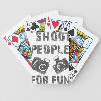 Baralho Eu disparo em pessoas para o divertimento