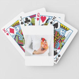 Baralho Para Poker A mão guardara o modelo humano do coração no corpo