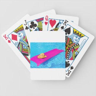 Baralho Para Pôquer Mattrass cor-de-rosa do ar com o chapéu na piscina