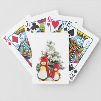 Baralhos De Poker estatuetas do pinguim com a árvore de Natal no