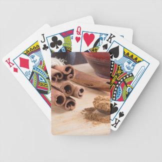 Baralhos De Pôquer Grupo de varas de canela e da colher de prata do