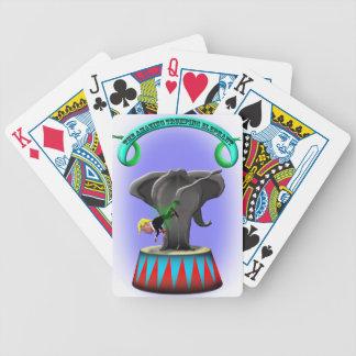 Baralhos De Pôquer o elefante trumping de surpresa