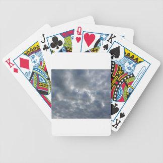 Baralhos Para Poker Céu morno com as nuvens de cúmulo-nimbo dos