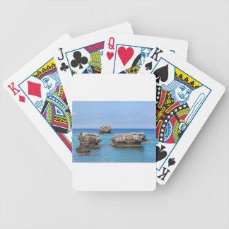 Baralhos Para Poker Três rochas separadas no mar no mar