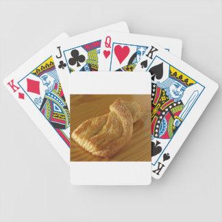 Baralhos Para Pôquer Bolo frito em uma mesa de madeira