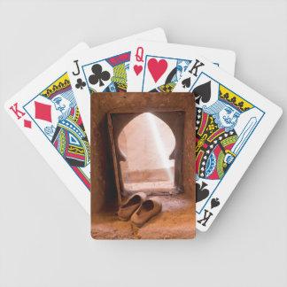 Baralhos Para Pôquer Calçados marroquinos na janela