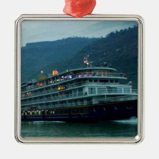 Barco de turista chinês no rio Yangtz Ornamento Quadrado Cor Prata