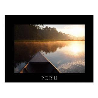 Barco no rio no cartão preto de Amazon