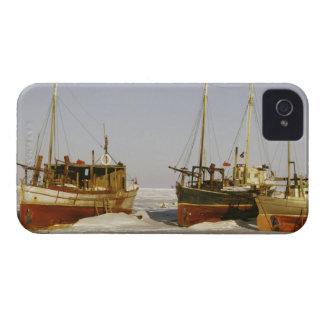 Barcos de pesca antiquados, resistidos encalhados capa para iPhone 4 Case-Mate