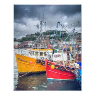 Barcos de pesca no porto de Oban Impressão De Foto