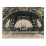 Base preto e branco da torre Eiffel Cartao Postal