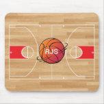 Basquetebol do monograma no campo de básquete