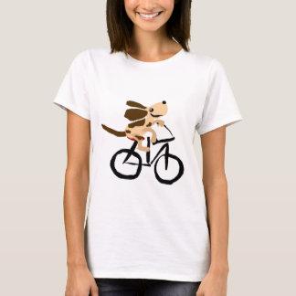 Basset Hound engraçado que monta a bicicleta T-shirt