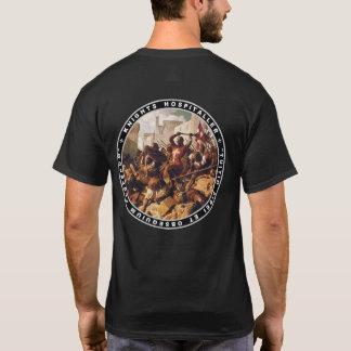 Batalha de Hospitaller dos cavaleiros na camisa do
