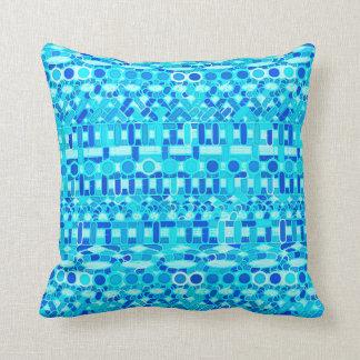 Batik tribal - turquesa, aqua e azul cobalto almofada