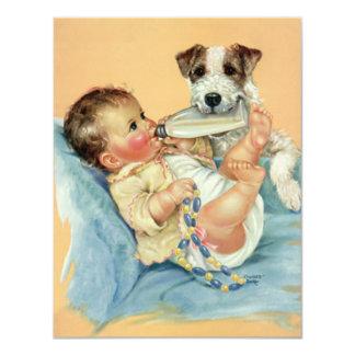 Bebé bonito do vintage com o cão da garrafa e de convite 10.79 x 13.97cm