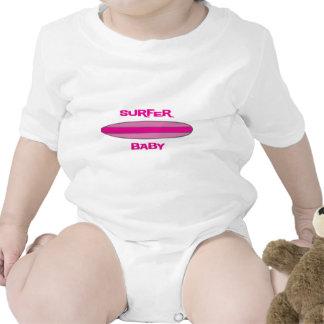 Bebê cor-de-rosa do surfista babadores