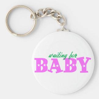 Bebê de espera chaveiro