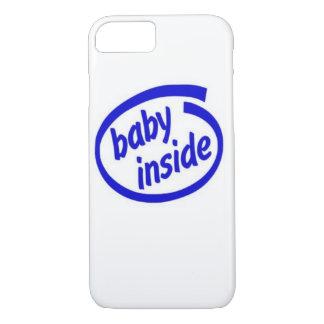 Bebê dentro do caso capa iPhone 7