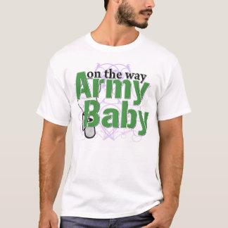 Bebê do exército na maneira camiseta