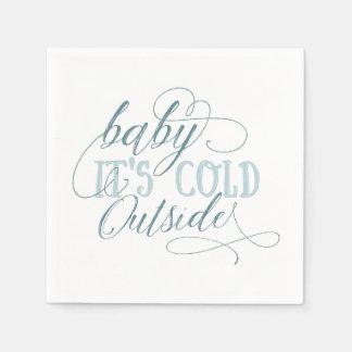 Bebê é azul exterior frio do guardanapo das