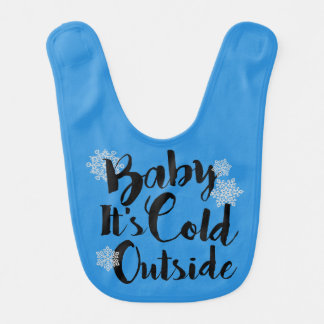 Bebê é babador exterior frio