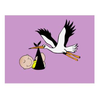 Bebê e cegonha recém-nascidos cartão postal