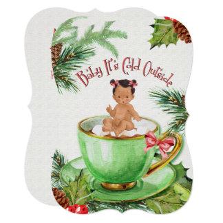 Bebê é convite frio do chá de fraldas da parte
