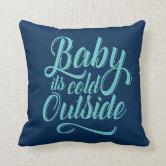 Bebê é travesseiro decorativo exterior frio almofada