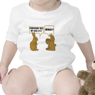Bebê engraçado do coelhinho da Páscoa do chocolate Tshirt