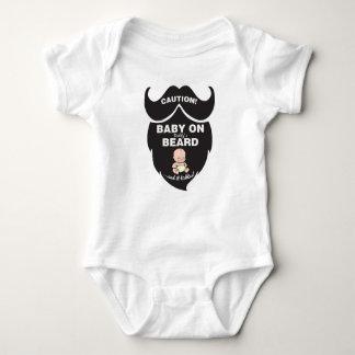 Bebê engraçado do dia dos pais no bodysuit da body para bebê
