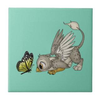 Bebê Gryphon e borboleta Azulejo Quadrado Pequeno