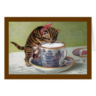 Bebendo do gatinho do Victorian do Teacup Cartão Comemorativo