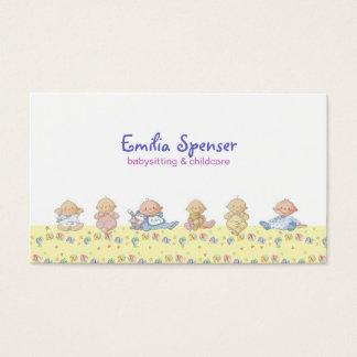 Bebês pequenos bonitos que Babysitting & cartão da