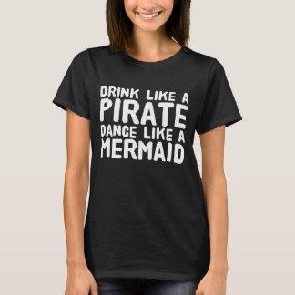 Bebida como uma dança do pirata como uma sereia camiseta