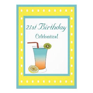 Bebida tropical do aniversário de 21 anos convite personalizados