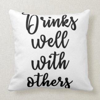 Bebidas bem com outro travesseiro almofada
