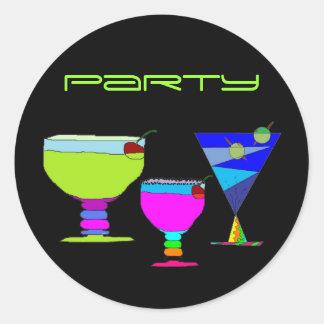 Bebidas do néon do partido de cocktail na etiqueta