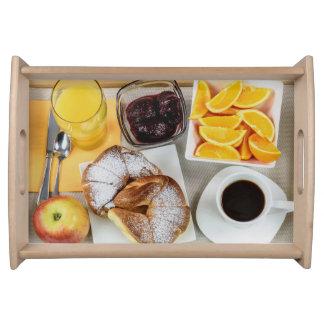 Bebidas fruta e bandeja pequena do serviço de