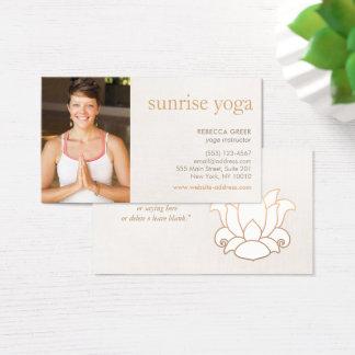 Bege da foto do professor da ioga da flor de Lotus Cartão De Visitas