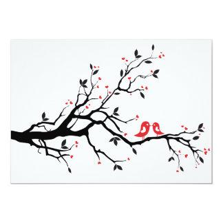 Beijando pássaros do amor na árvore com corações convite 12.7 x 17.78cm