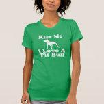 Beije-me amor de I um pitbull - T do AA para mulhe Tshirt